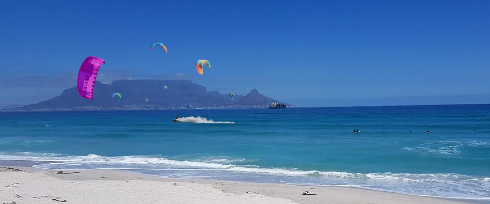 Unforgettable kitesurfing in Cape Town at Blouberg Strand