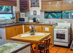Self Catering Kitchen, Addo Gateway Lodge, Colchester