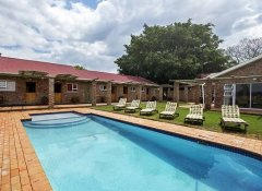 Accommodation with a swimming pool in Addo at Bydand B&B