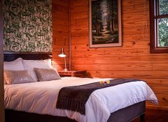 Cape Explorers Lodge, Accommodation in Knysna