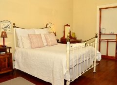 Kingfisher Guesthouse, Accommodation in Graaff-Reinet