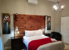 Double room at Tranquil House guesthouse in Queenstown